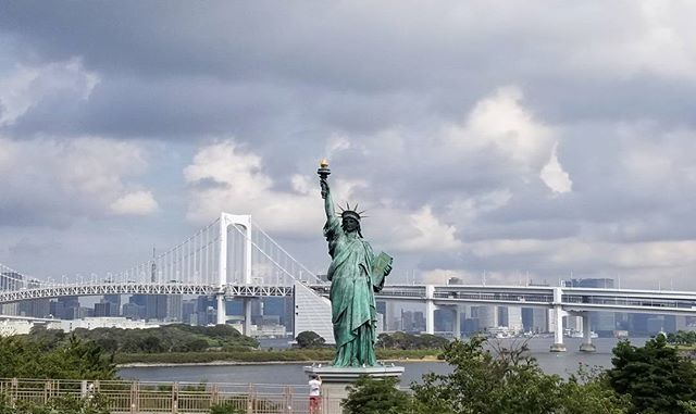 Never been to New York but I have seen the Statue of Liberty in Japan. WTH. Is this omage to NYC? 🏙😎#pandasadventures