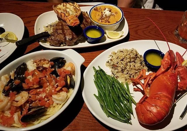 Late post, when @swayray treated me to a delicious meal at Red Lobster. I should have brought hot sauce in my bag because the whole time I kept thinking of Beyonce's Formation song. 🦀🦐🍽