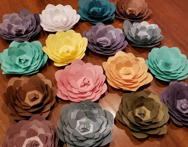 Pa pa paper flowers,  thanks @jinnjuicz for printing these for me. Lots of woosahh time to put these together.  Crafty crafty! #Pandasadventures