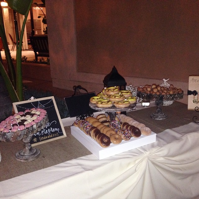 TOTALLY AWESOME DESSERT TABLE! SO COOL, I AM SCREAMIN!