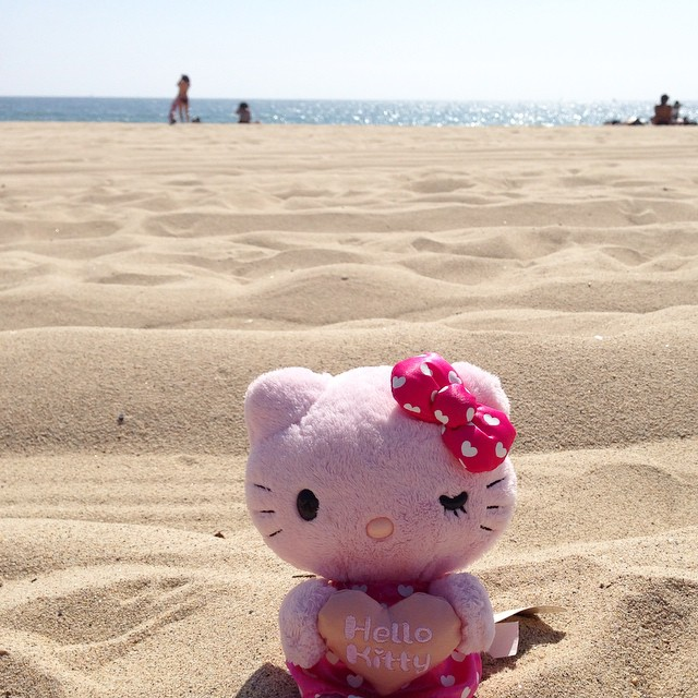 Even #hellokitty wanted to enjoy the #summer in the sand! 🌞