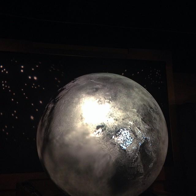 Oh the moon #flomanda 🌎🌚