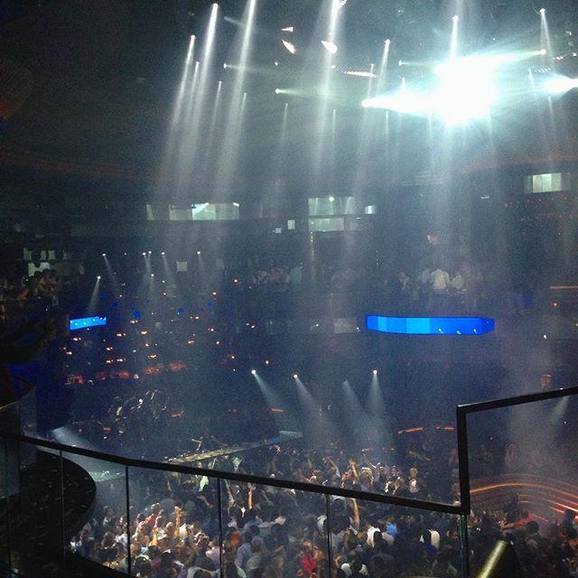 Crowded but awesome dj's! #wwcbeezys
