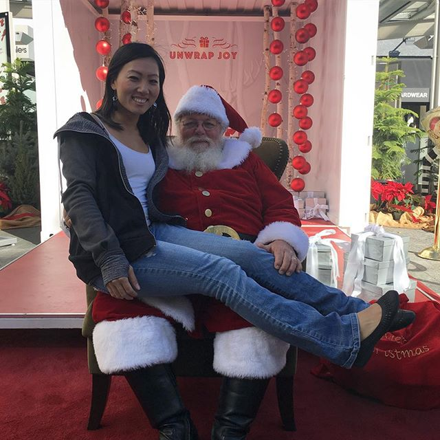 That's a very big Chinese Kid on Santa's lap!! Ching Chong ho ho ho! 🏼@westfieldcc #westfieldcc