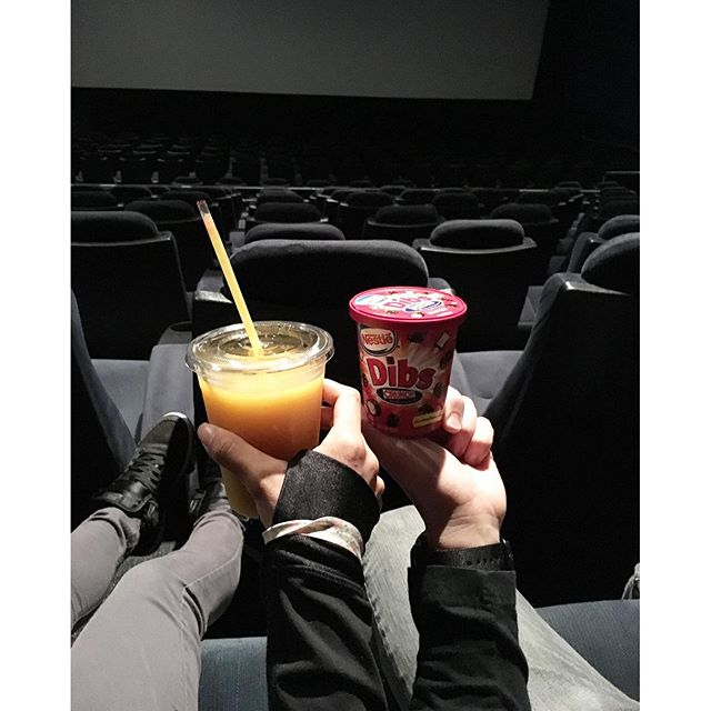 When you're the first ones at the theater because you left early for Honey Boba BUT they don't open til noon.. The time your movie starts, damn Xmens! Maybe God is telling me not to be ratchet & illegal sneaking in food/drinks. 📽🎞 @swayray