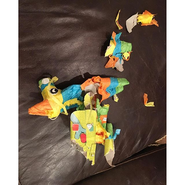 I guess the dogs wanted to pop the piñata! Ai dios mios! Me poquito espanolaaaaaa....
