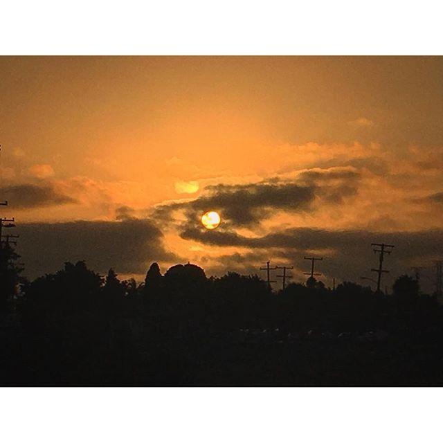 WOWzers!! Beauty sunsetting moon, feeling blessed! 🌞🏼 #sunset #torrance #pandasadventures