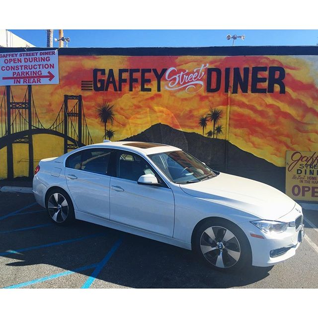 Always wanted to take a picture at the Gaffey Street Diner building.. Didn't turn out as I wanted but oh well happy Sunday! Last day of freedom before Alavert begins again!! #pandasadventures #bmw