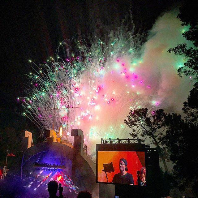 Ending the night with some amazing fireworks! #kygo #pandasadventures #saturdayfunday 🖥😀