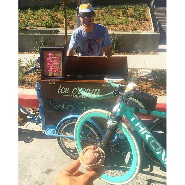 Free #ice cream !! Hell yes!! #pandasadventures #ciclavia 🚴🏽