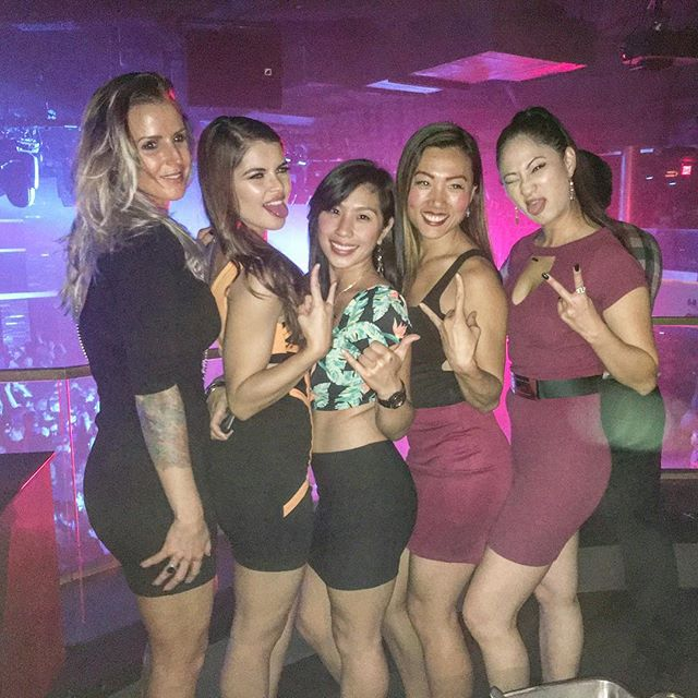 @caffykat was MIA! We needed an obligatory girls pic! 📸🏽🏽🏻 //Apparently I didn't get the funny face memo// #pandasadventures #dancing #sandiego