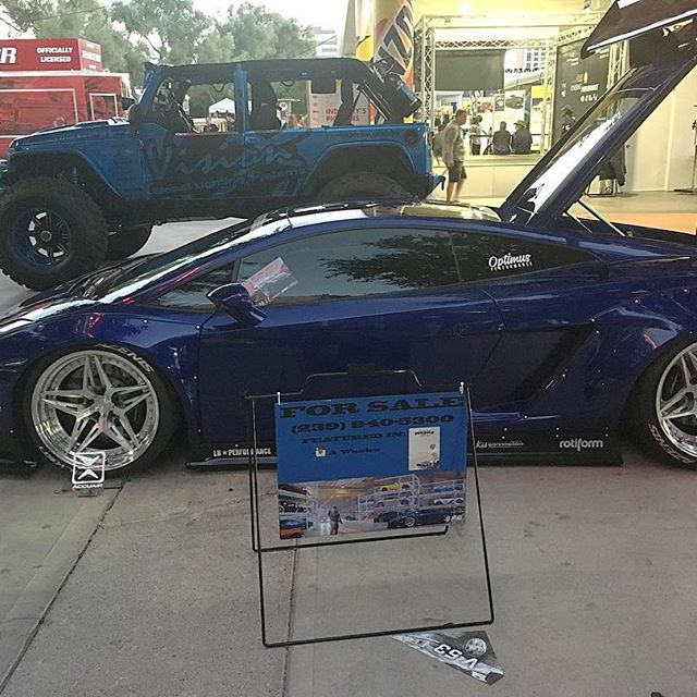 If you  me you'll get me this Lamborghini?!? It's for sale too, conveniently.. #pandasadventures #cars