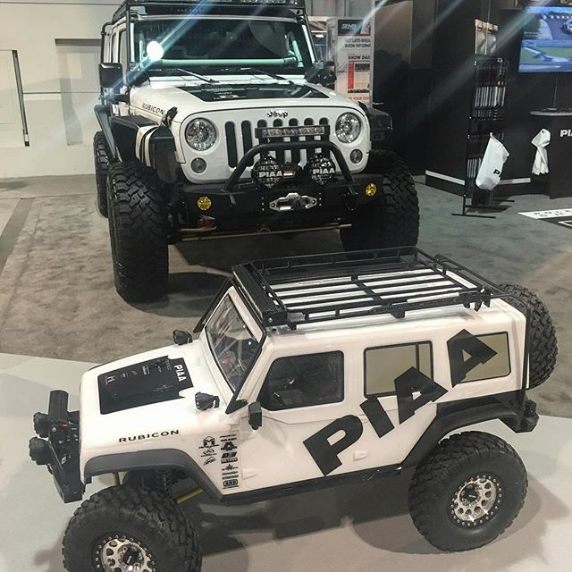Stopped by the PIAA booth, pretty cool staff, products and setup. Thanks for the free windshield wipers for the dailys!!