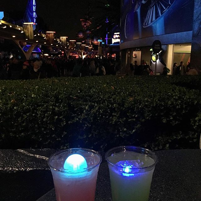 Finally getting to try the  DARK and LIGHT side drink! Guess what side I am on? #pandasadventures #Disneyland #foodie @swayray