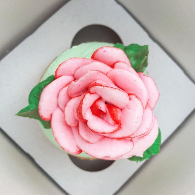 Always enjoy the sight of a pretty rose.. Even in edible form!  @flowerdmr
