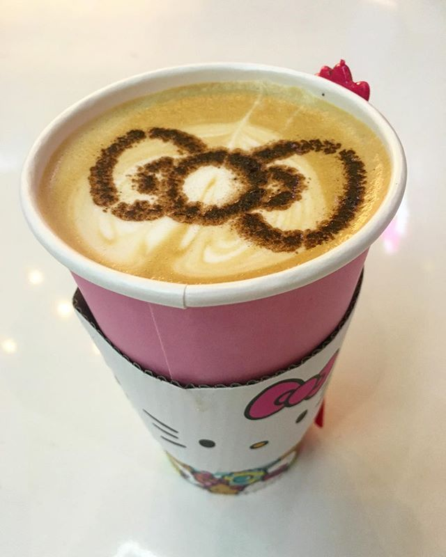 #hellokitty cafe latte //OMG so cute!// thanks @swayray for hanging in there with me in the line! #pandasadventures ️