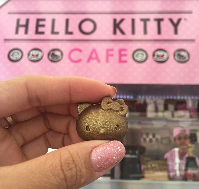 I just can't get enough of these cute #hellokitty desserts! Feeling chocolate wasted. #pandasadventures