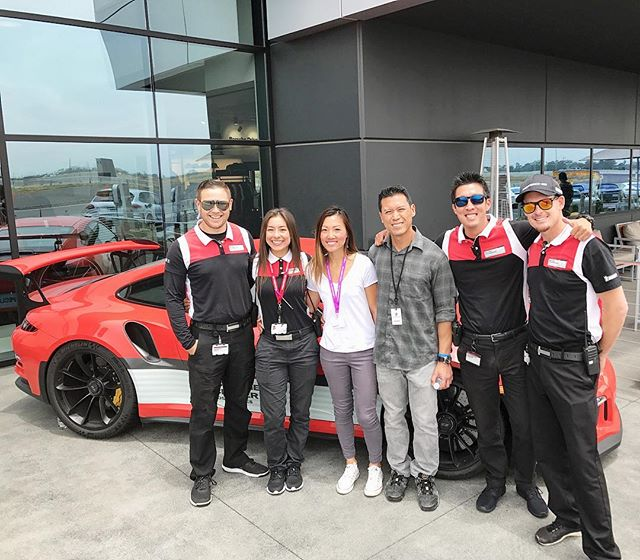 It's always nice to run into old car friends. Funny how a few of them work at the Porsche Experience Center! 🏎🤗@zenia_amezquita @patmordaunt @itzmik3 @swayray #pandasadventures