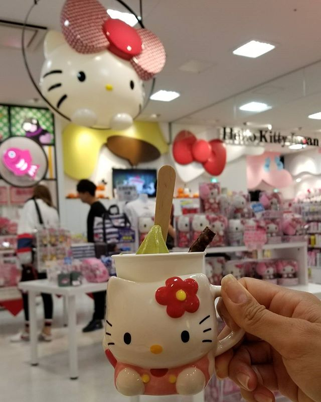 #Sanrio really strategically plan out there stores.. so in order to get to the Cafe de Miki with Hello Kitty you have to pass by this cute store. OmG, an hour or so later nearly forgot where I originally needed to go. Oh boy... #hellokitty #pandasadventures