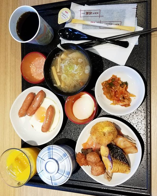 This sideways pic looks better of my first meal in Tokyo. Work out your neck a little.. #pandasadventures #foodie
